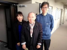 ご実家がある福岡のお父様が老人ホームへご入居されるため、神奈川県にお住まいの 息子様より倉庫化したお部屋、ベランダ、倉庫を片付けていただきたいとメールでの ご相談がありました。福岡を離れどこの業者へ相談したらよいのかとパソコンで検索 していたところ、「片付け専門の便利屋」何でも片付けお掃除し隊のホームページを 拝見し、お客様の声や笑顔の写真の多さに信頼できる会社だなぁ~と思われたそうです。早速、メールにて相談しましたが対応も速く、とても丁寧な説明もありましたので 依頼することを決めました。福岡に帰ってきて実際にきていただいたスタッフさんも とても感じのよい方たちで安心してお任せすることができました。作業も片付け専門の 便利屋さんと言われているだけあって、段取りよく丁寧で早くてきれいな仕上がりで お掃除までしていただける何でも屋でもある何でも片付けお掃除し隊さんへ依頼して 本当によかったなぁと思いました。すっかり片付いたお部屋をみて「安心して神奈川へ 帰ることができます。」と最後はみなさま揃って写真撮影にもご協力いただき ありがとうございました。